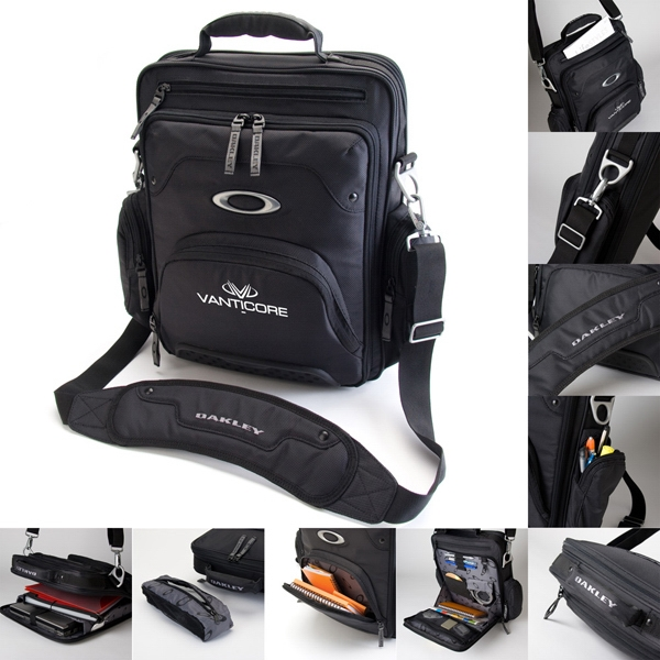 Oakley (r) - 1680d Polyester Messenger Bag, Padded Laptop Sleeve. 31l Capacity Photo
