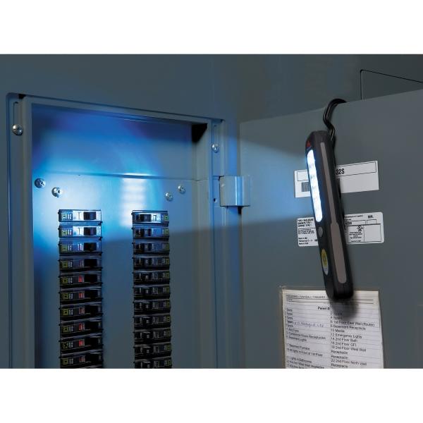 High Sierra(R) 18 LED Hanging Flashlight