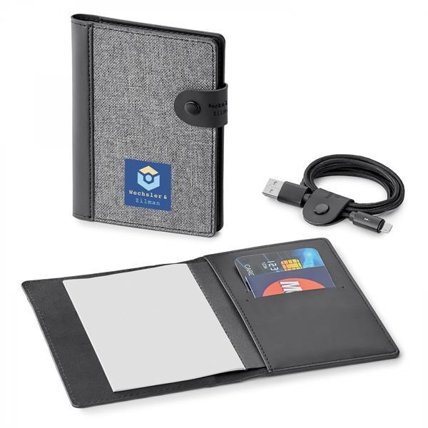 NOMAD   RFID PASSPORT HOLDER WITH MEMO PAD