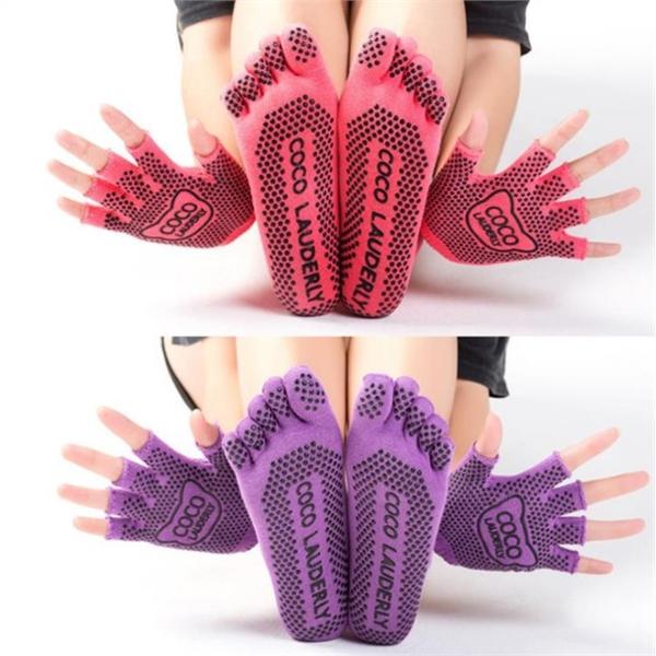 Non Skid Crew Socks Gloves Set