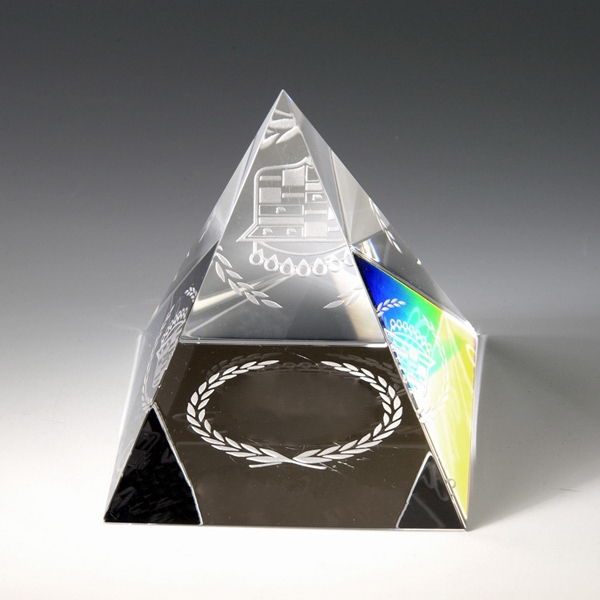 """Award-Pyramid Paperweight 3"""""""